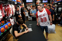 09-24-16 Goran Dragic Signing at The Miami Heat Store Dolphin Mall